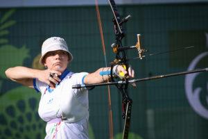 sportiva di tiro con l'arco